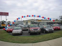 Balloon arch at car lot
