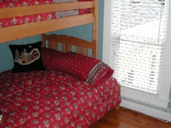 214_Main_Street_Bedroom_3.jpg