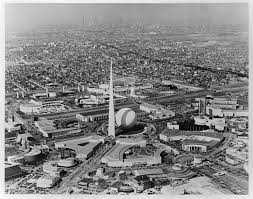 Park_1939_worlds_fair_Trylon.jpg