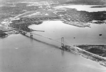 park_Aerial_view_of_Bronx-Whitestone_Bridge__Trylon-_Perisphere.jpg