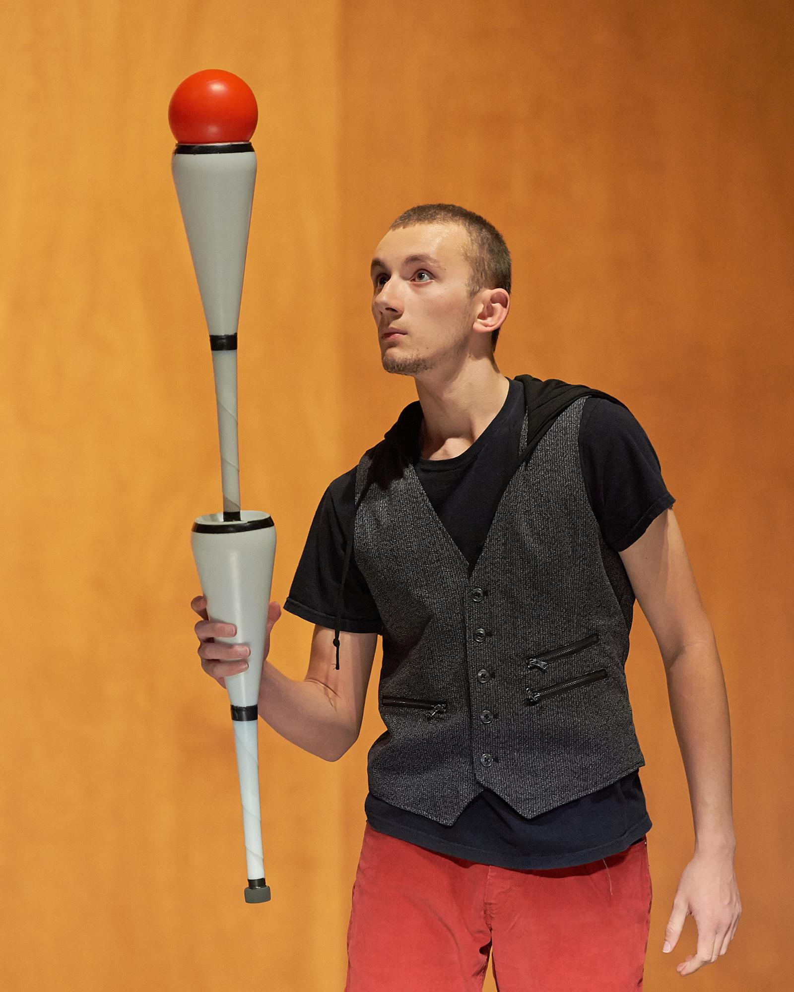 Stephen performing at another NQP  juggling festival