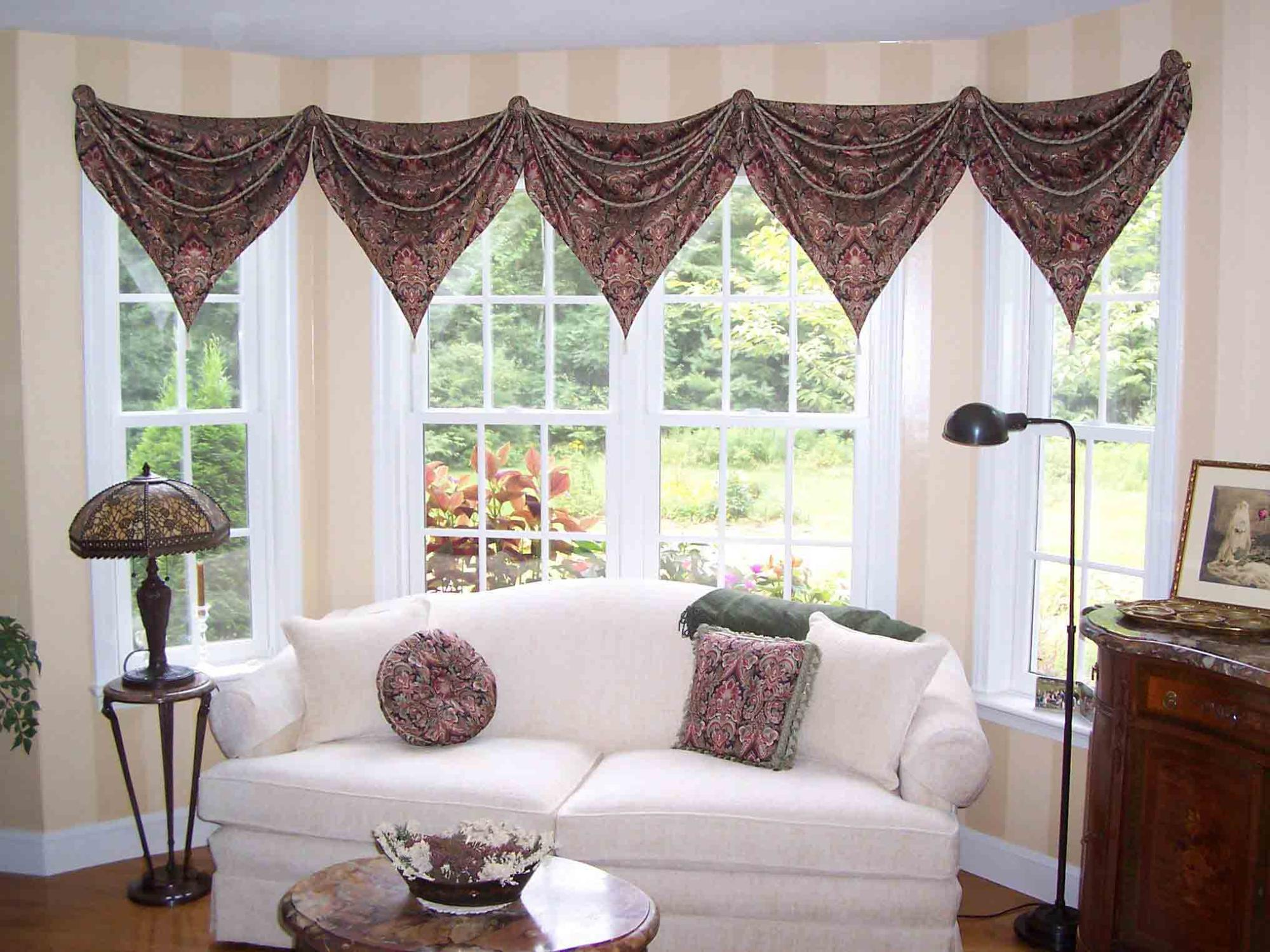 Teardrop Valance on Bay Window
