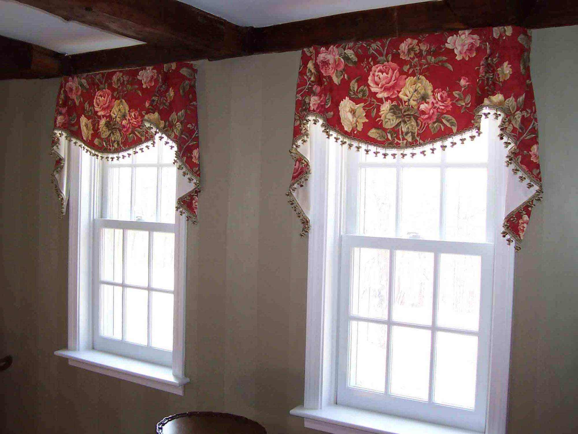 Tailored valance with Tails