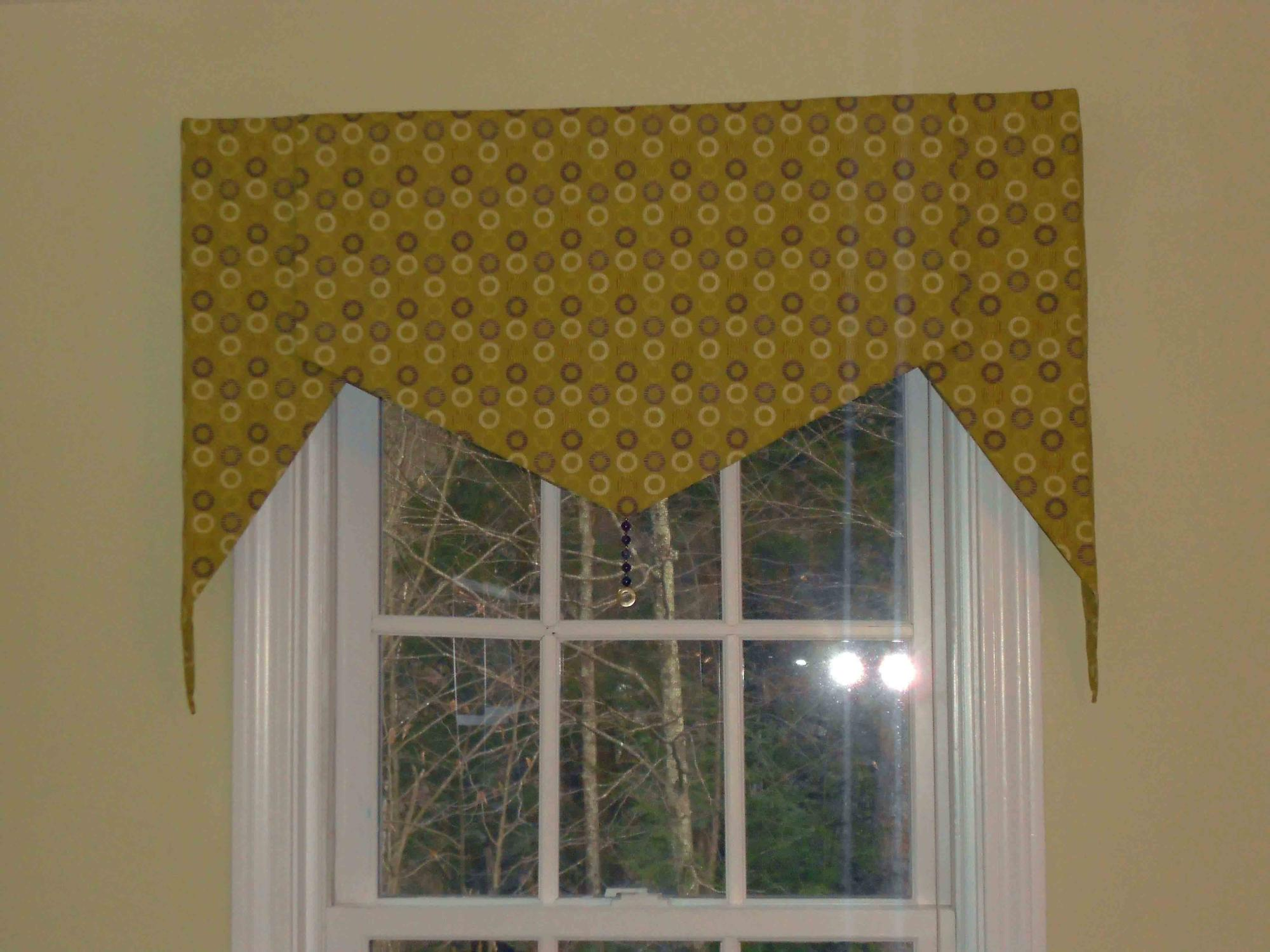 Shaped Valance with decorative beads on the points