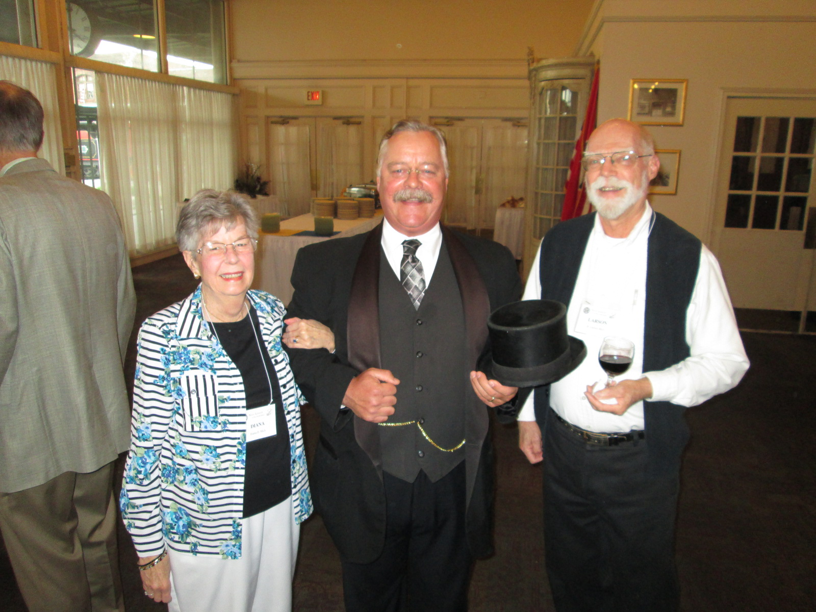 IMG_5346_Left_to_Right__Diana_Mick__TR_Joe__Larson_Mick.JPG