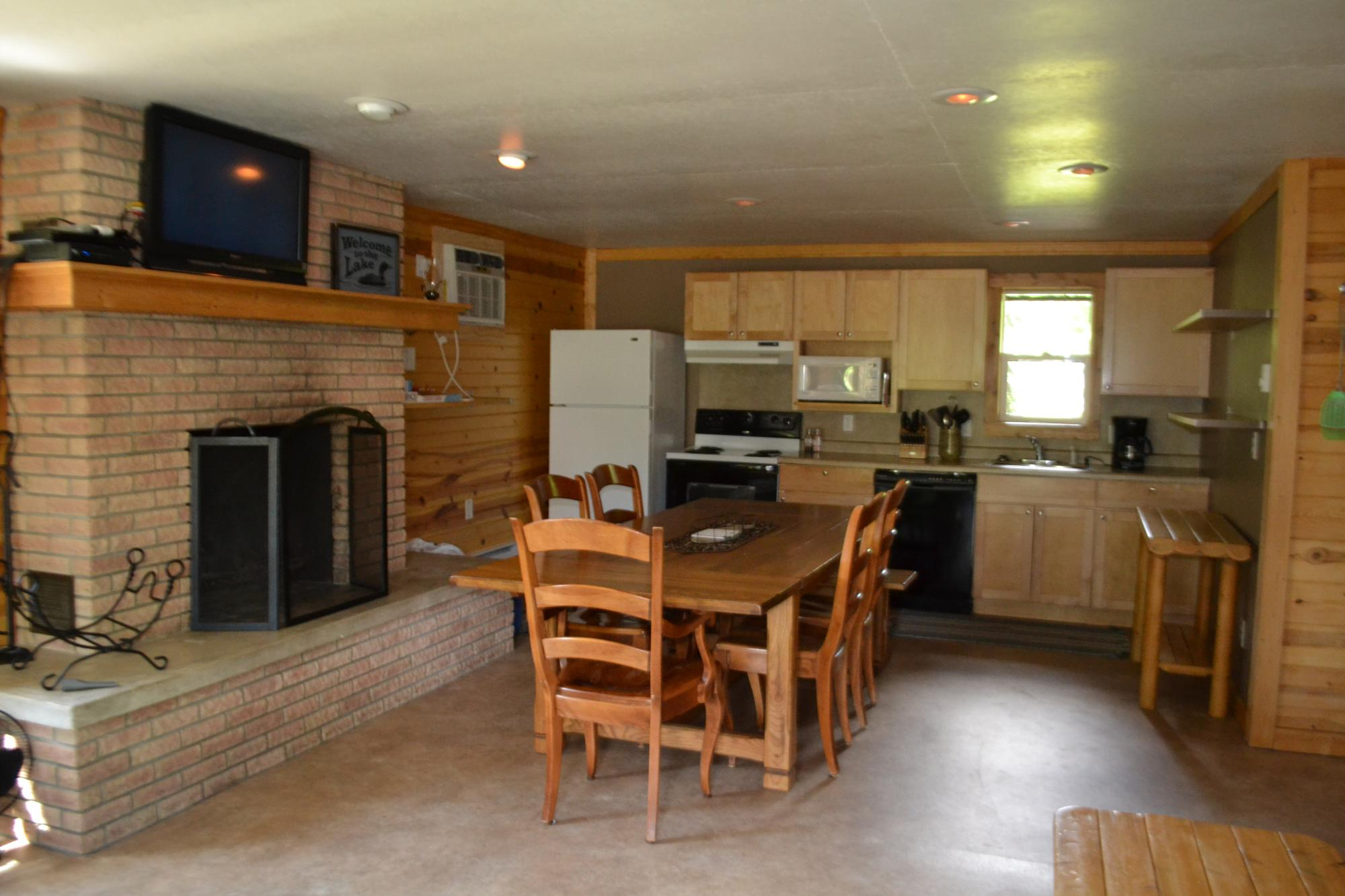 cabin_10_kitchen_and_dining.JPG