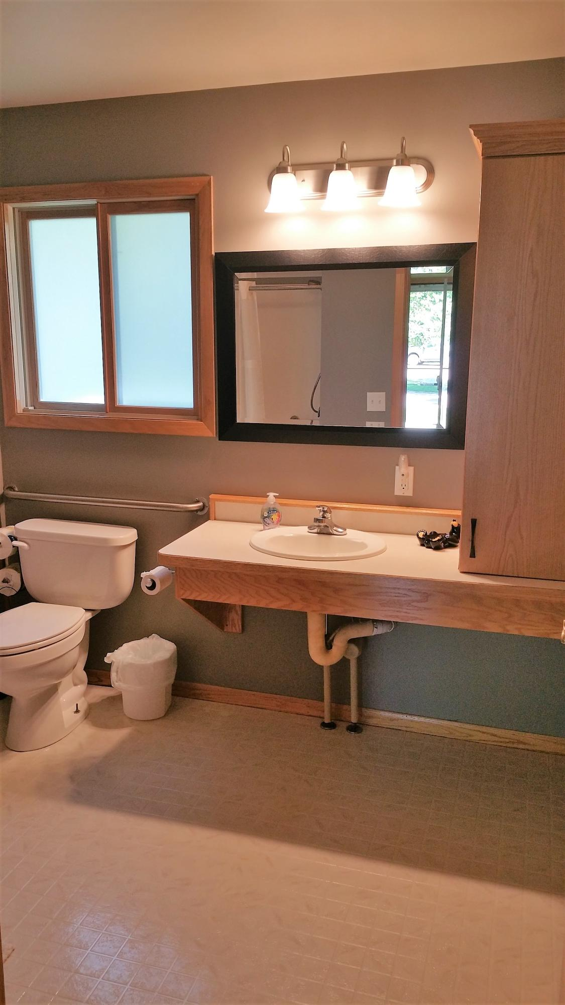 cabin_7_bathroom.jpg