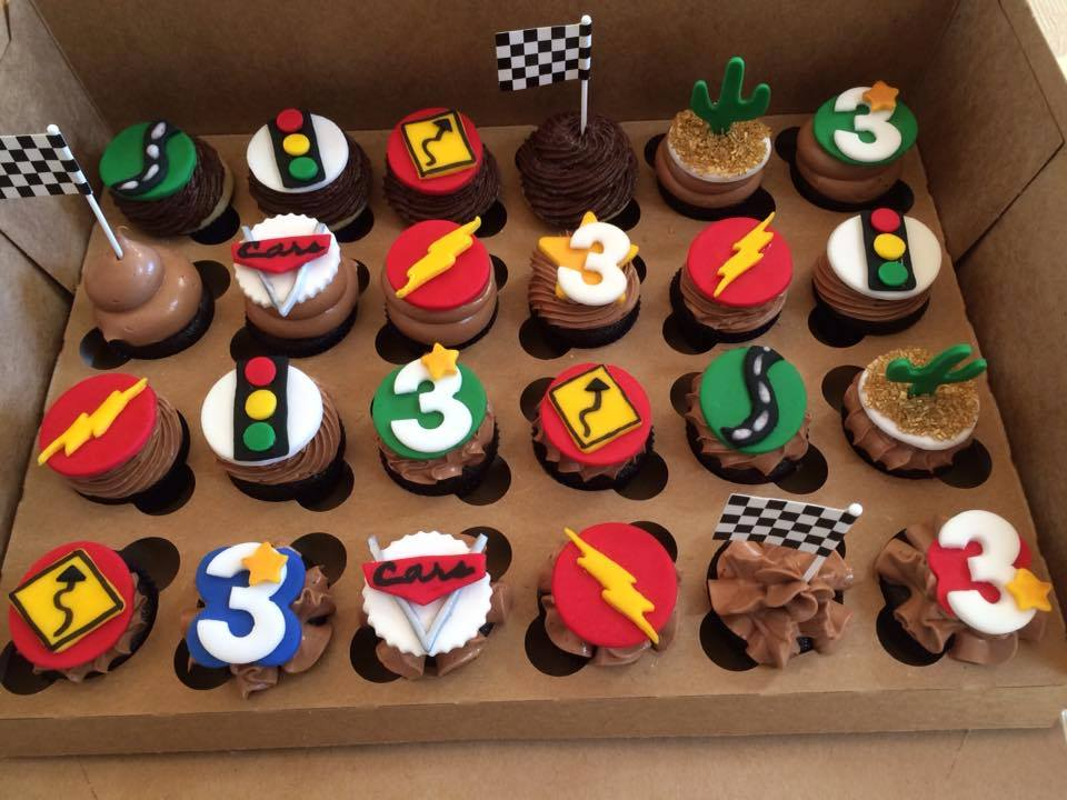 cars_themed_cupcakes_2.jpg