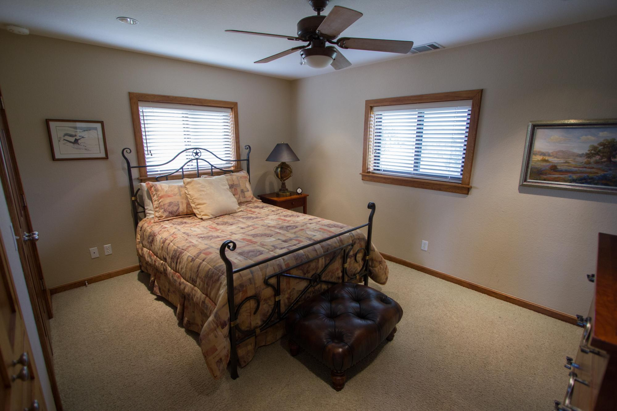 Vintner_s_Quarters_Bedroom_-_Peary_Photography.jpg