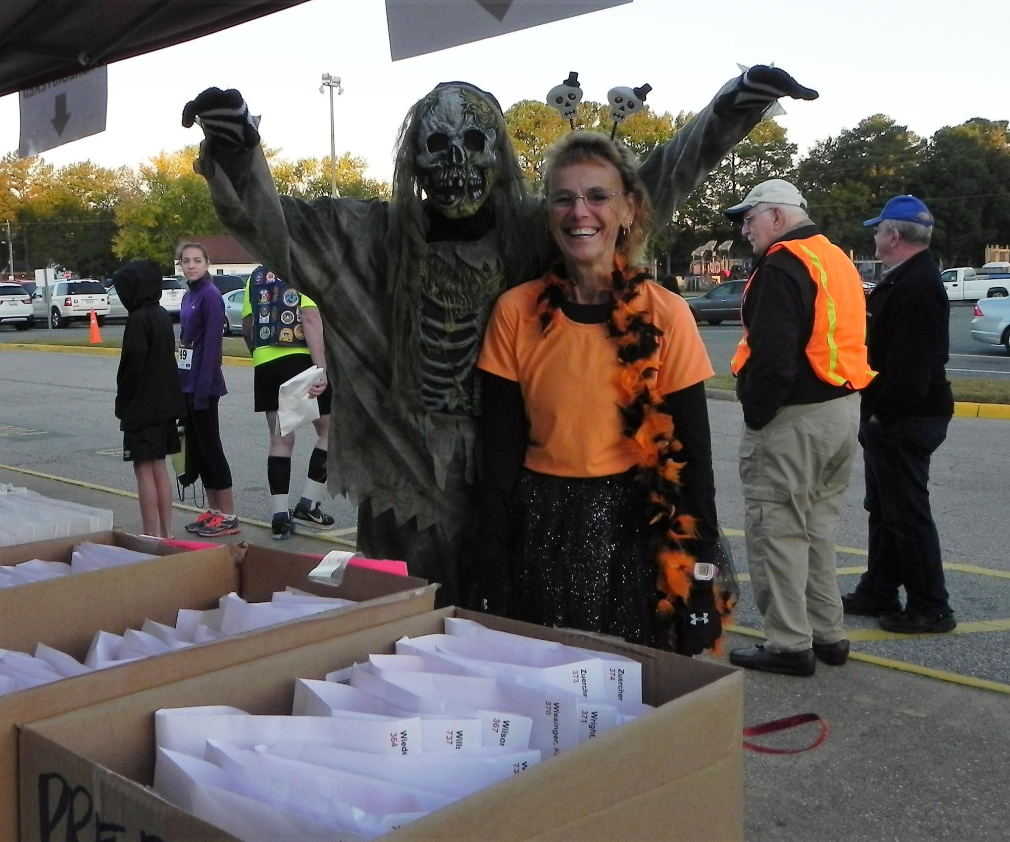 Runners_dressed_in_costume_at_registration_table.jpg