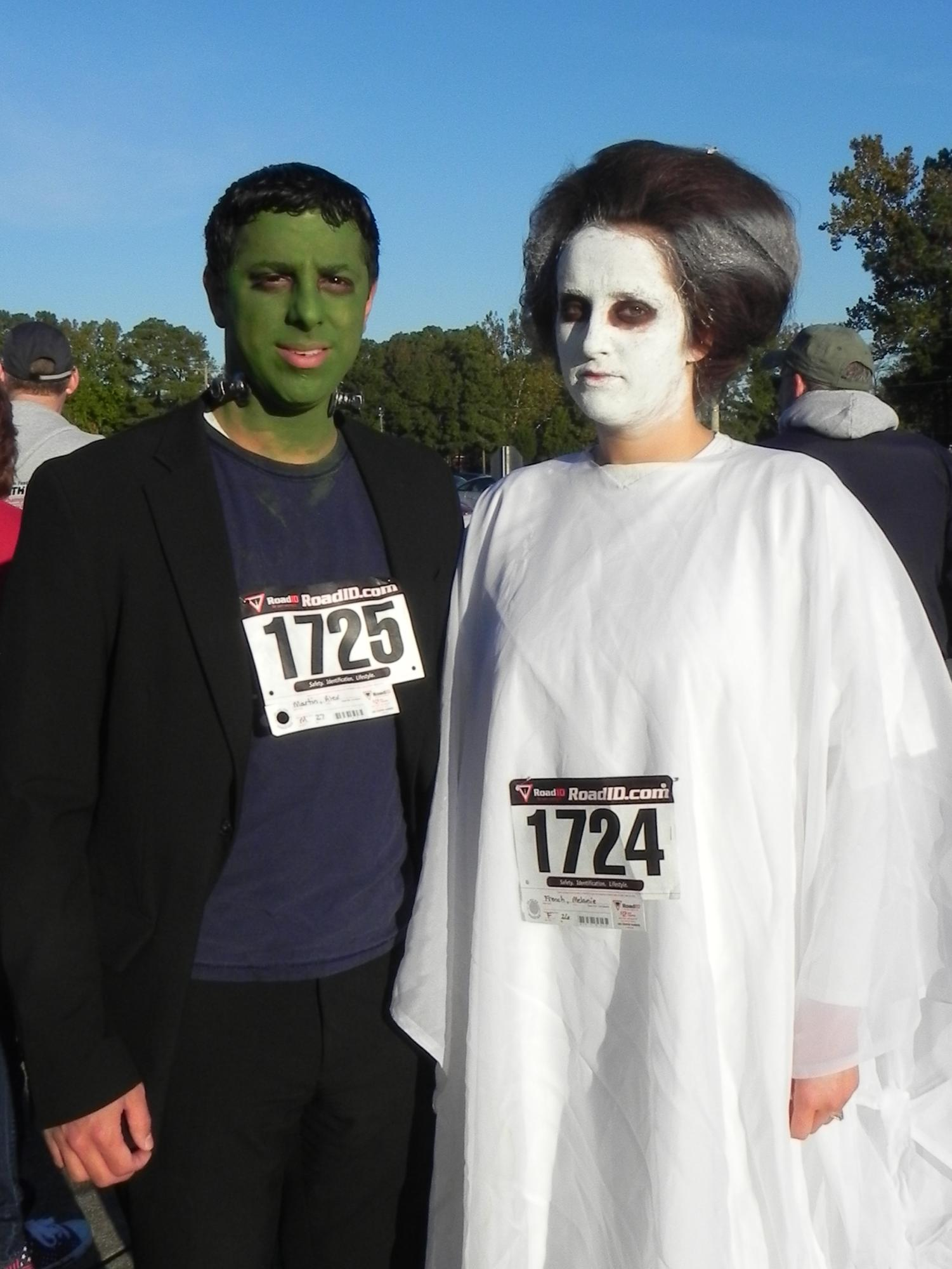 Runners_in_costume_Oct_31__2015.JPG