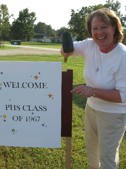 photo-of-chairman-linda-riggs-with-class-of-67-reunion34694.jpg