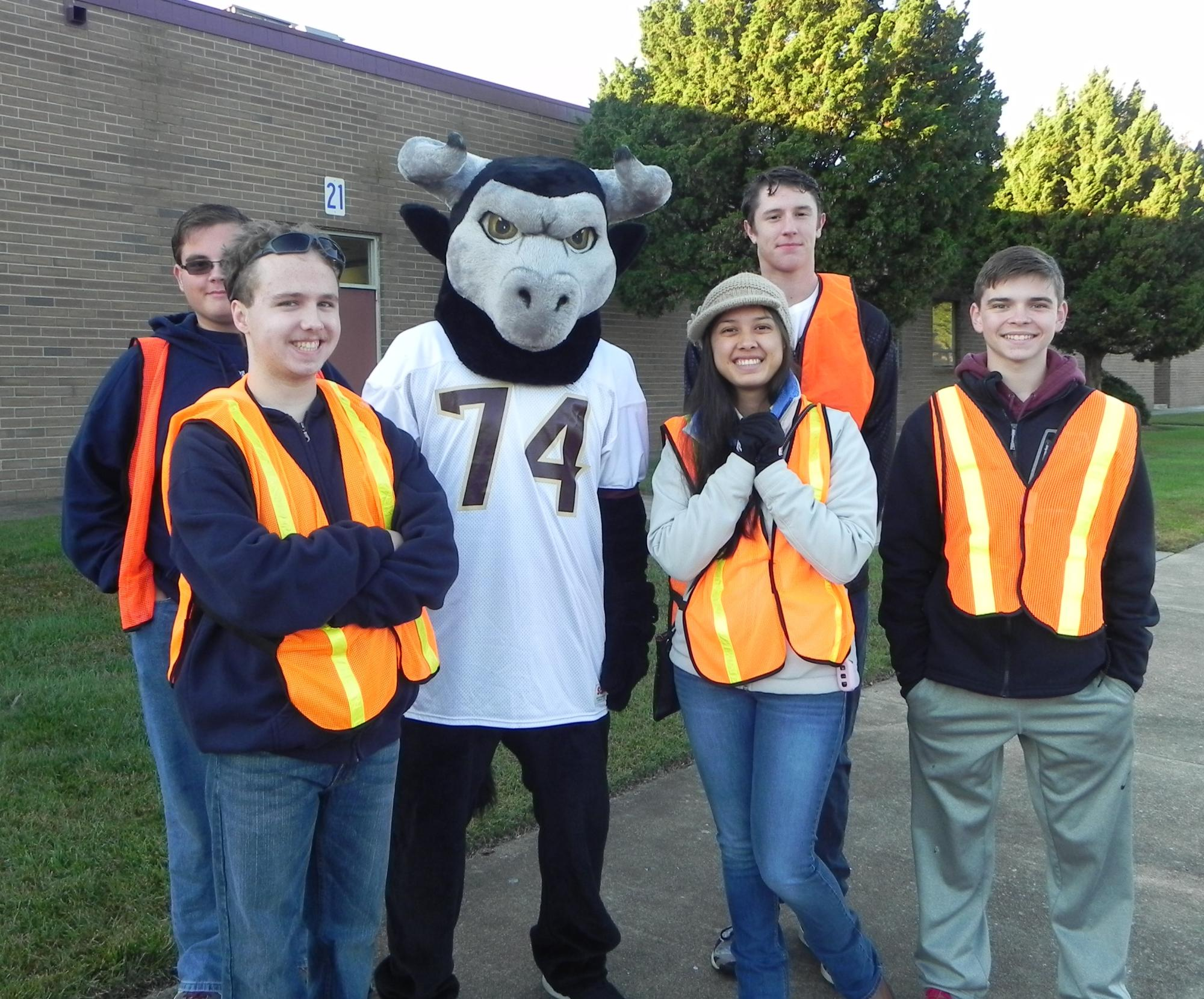 phs-mascot-with-key-club-members-oct-31-2015.jpg