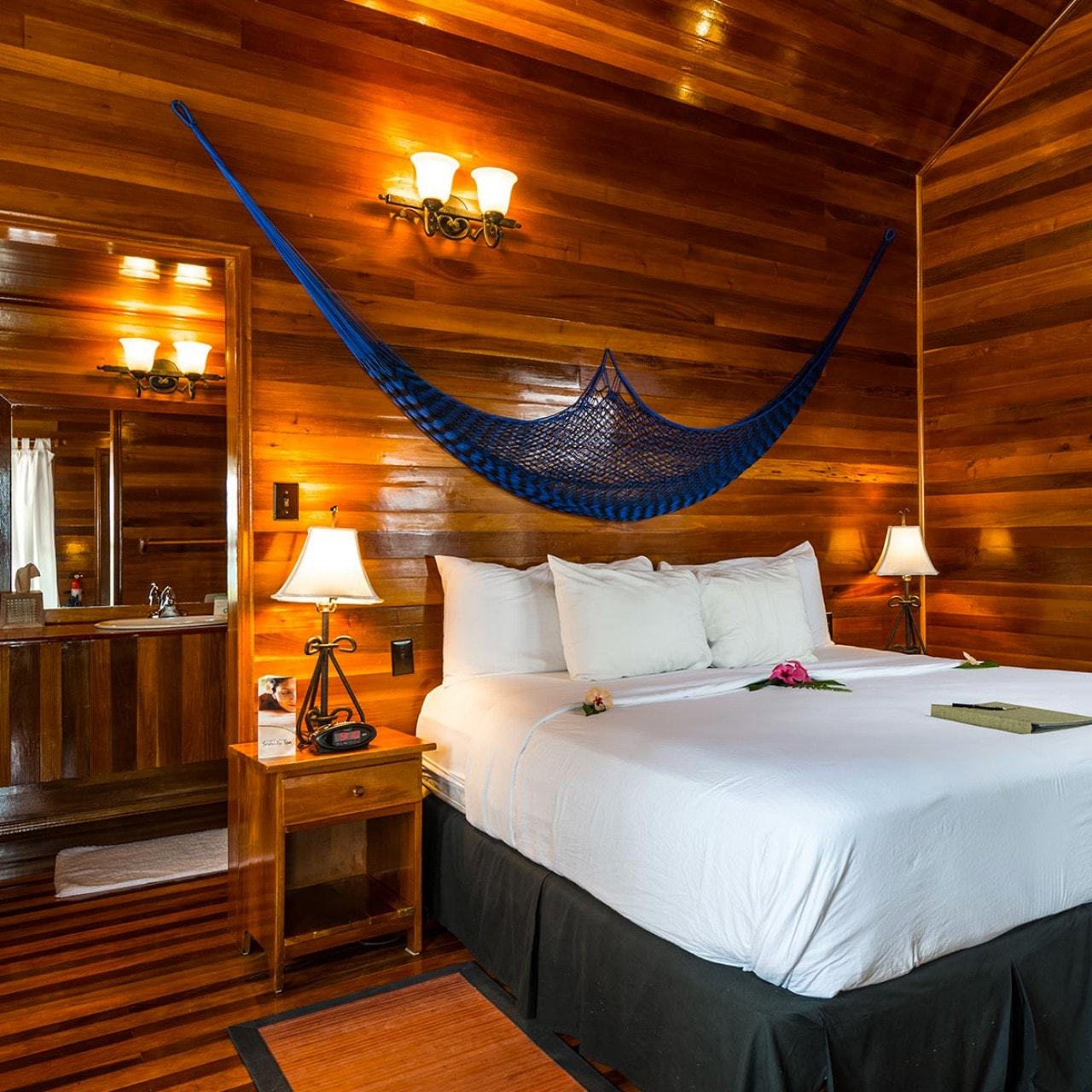 BZE_T_ISL_RESORT_SUPERIOR_ROOM.jpg